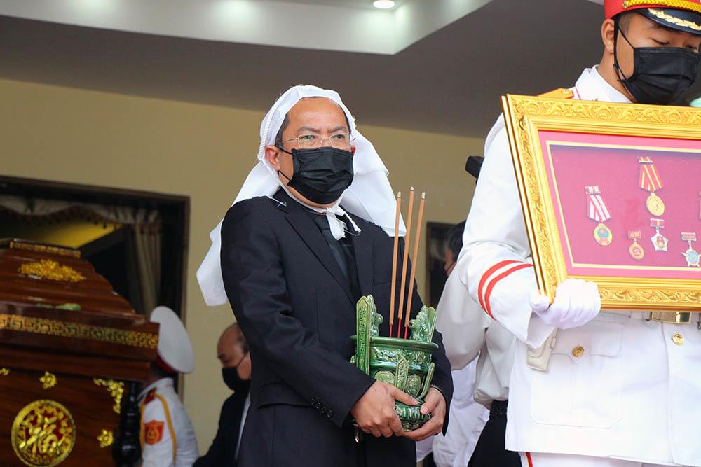 Xúc động ngàn người tiễn đưa nguyên Phó Thủ tướng Trương Vĩnh Trọng về nơi an nghỉ