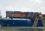 Tàu container tông gãy đôi cần cẩu thi công cầu Phước Khánh