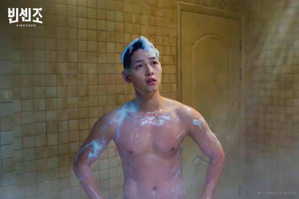 Song Joong Ki trở lại điển trai với body 6 múi trong phim mới