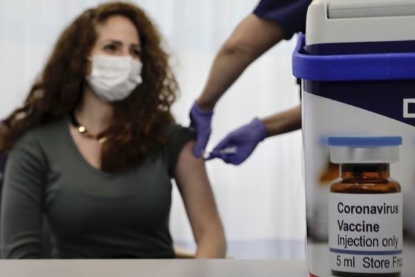 Lưu ý quan trọng để giữ an toàn sau khi tiêm vắc-xin Covid-19