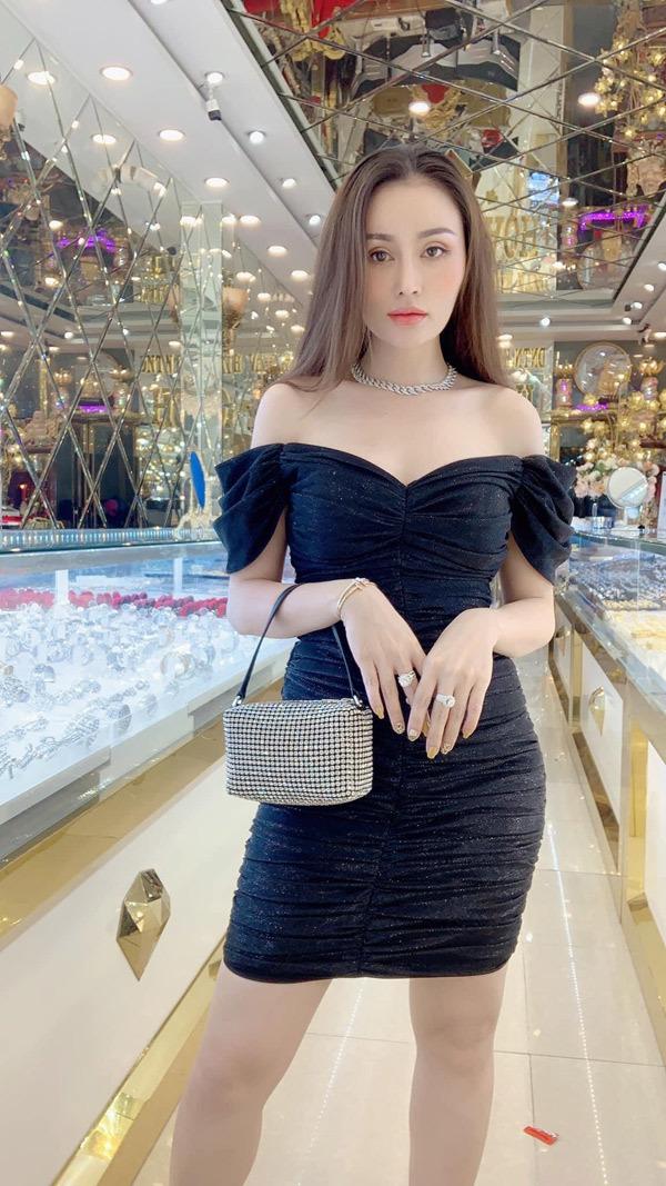 Bà chủ tiệm vàng chia sẻ lý do nên đeo trang sức mỗi ngày