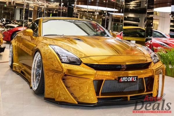 Nissan GT-R sơn màu vàng nổi bật được rao bán tại Dubai