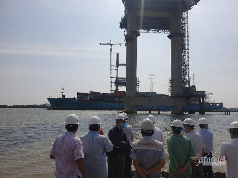 Điều tra vụ tàu container đâm cẩu tháp cầu Phước Khánh gãy đôi