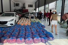 Giải cứu Hải Dương: Nữ giám đốc cả ngày bốc vác, ông chủ biến showroom ô tô thành vựa rau củ