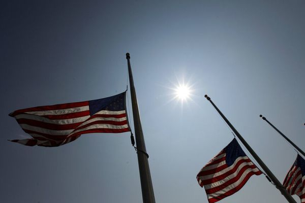 Mỹ treo cờ rủ 5 ngày tưởng niệm người thiệt mạng do Covid-19