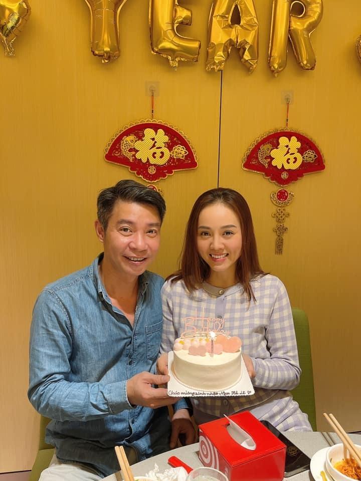 NSND Công Lý làm sinh nhật ấm cúng cho vợ kém 15 tuổi