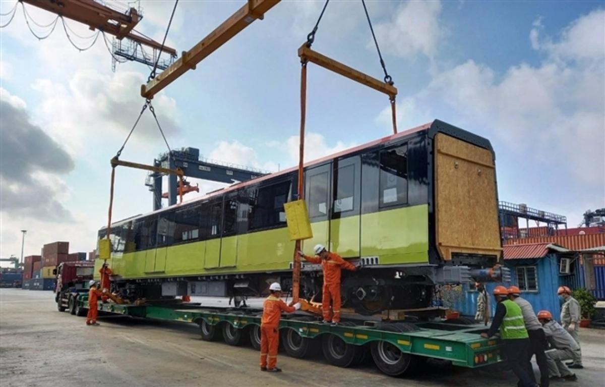 3rd train of Hanoi's metro railway arrives in Vietnam