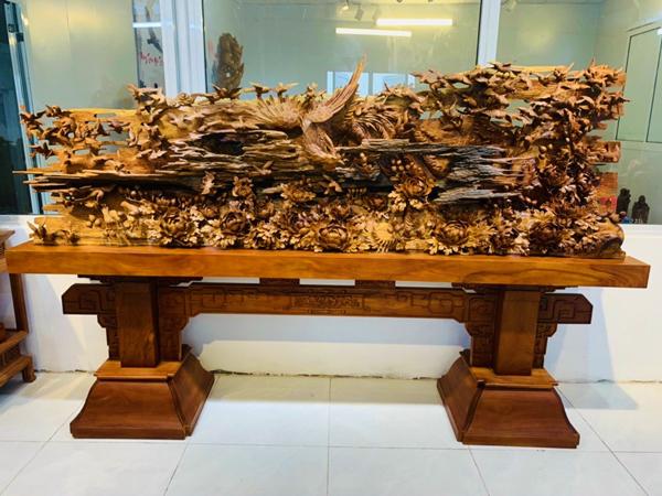 Tượng gỗ Nguyễn Hồng - món quà phong thủy ý nghĩa