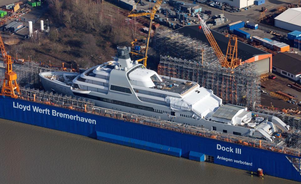 Lộ diện siêu du thuyền 600 triệu đô của tỷ phú Abramovich
