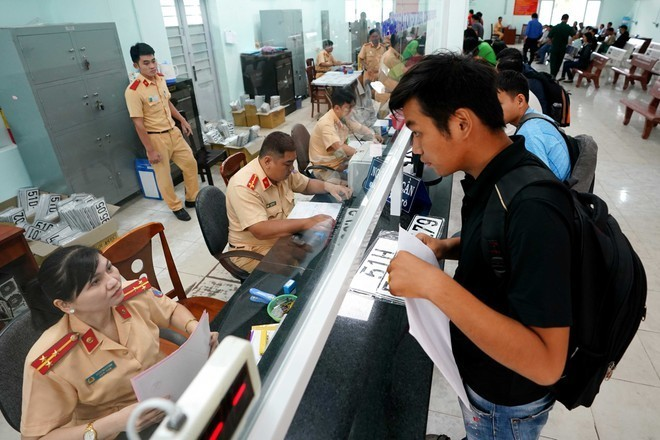 Từ 1/3, người dân Hà Nội phải đến đâu để đăng ký xe?