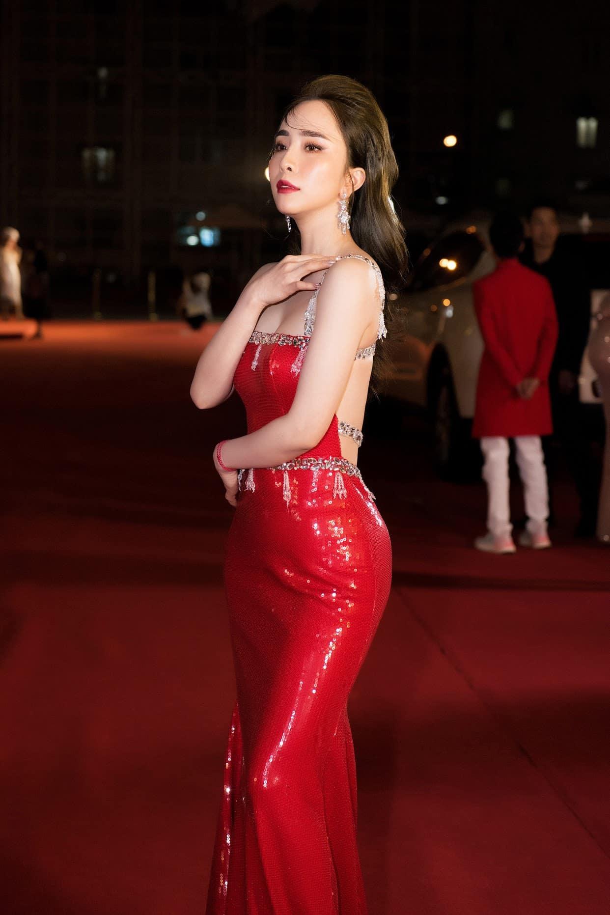 Thời trang nóng bỏng của Quỳnh Nga 'cá sấu chúa'