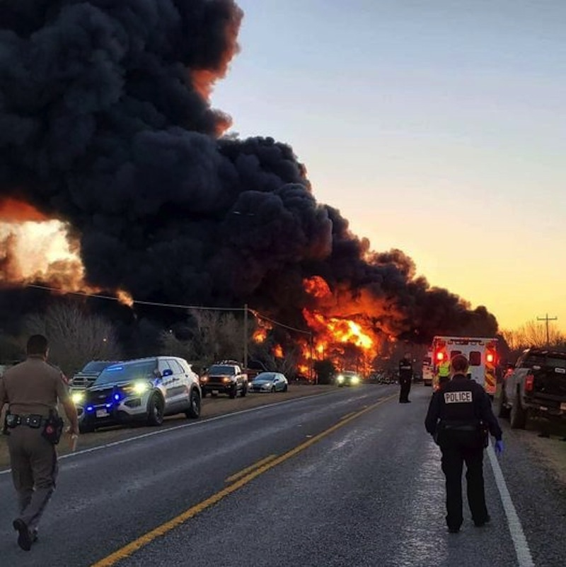 Horrified scene when a cargo train crashed a truck in Texas