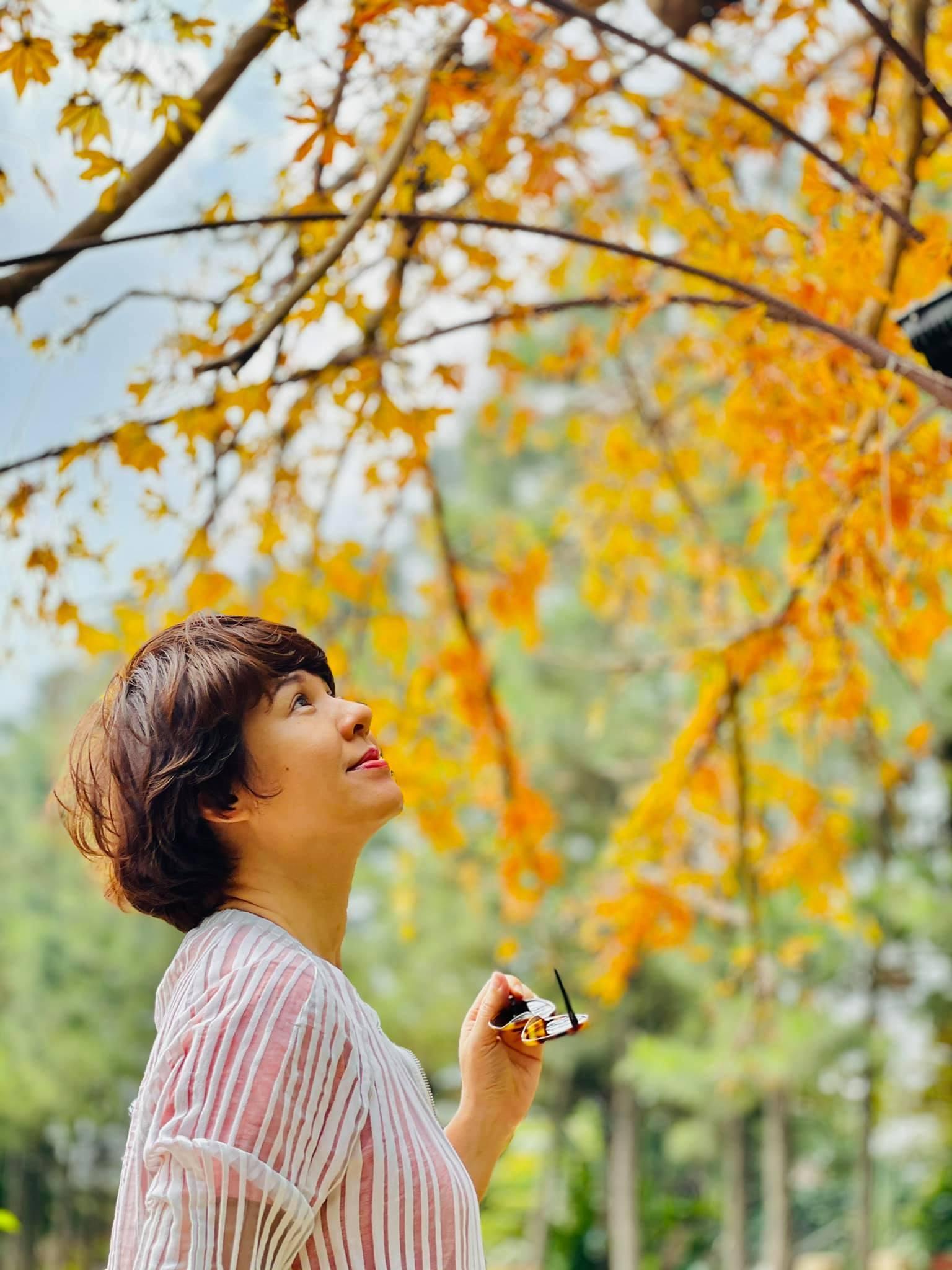 Quỳnh Kool tuổi 26 đẹp trong lành giữa nắng mai