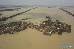 Đảo Indonesia chìm trong biển lũ, hàng nghìn người phải sơ tán