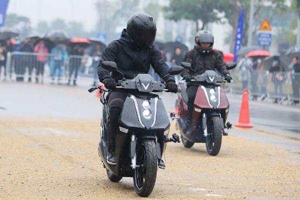 Những ưu thế 'đáng tiền' của bộ đôi xe máy điện Feliz và Theon