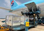 Cận cảnh 117.600 liều vắc xin Covid-19 đầu tiên đã về đến Việt Nam