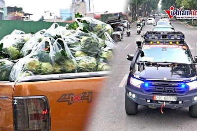 Dàn ô tô địa hình nối nhau chở nông sản giúp dân tiêu thụ