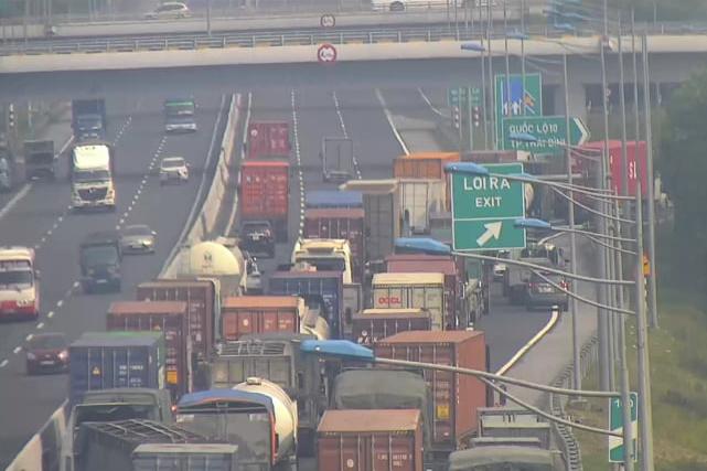 Hải Phòng cấm ô tô đi QL5 gây ùn tắc, mất an toàn giao thông