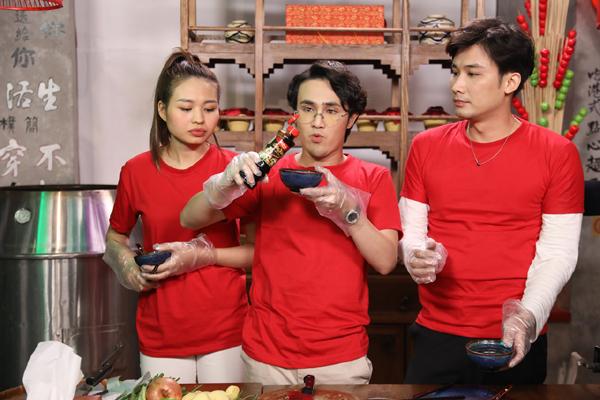 Huỳnh Lập, Lê Lộc, Chí Thiện trổ tài nấu món Hoa