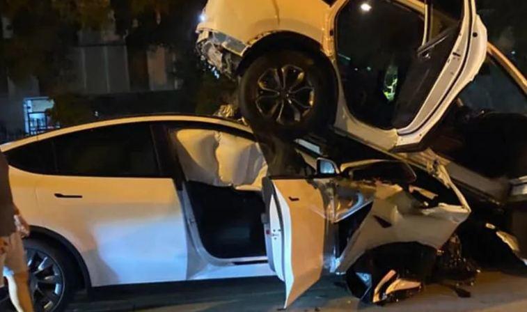 Tesla nát đầu sau pha mất phanh, đâm xe SUV