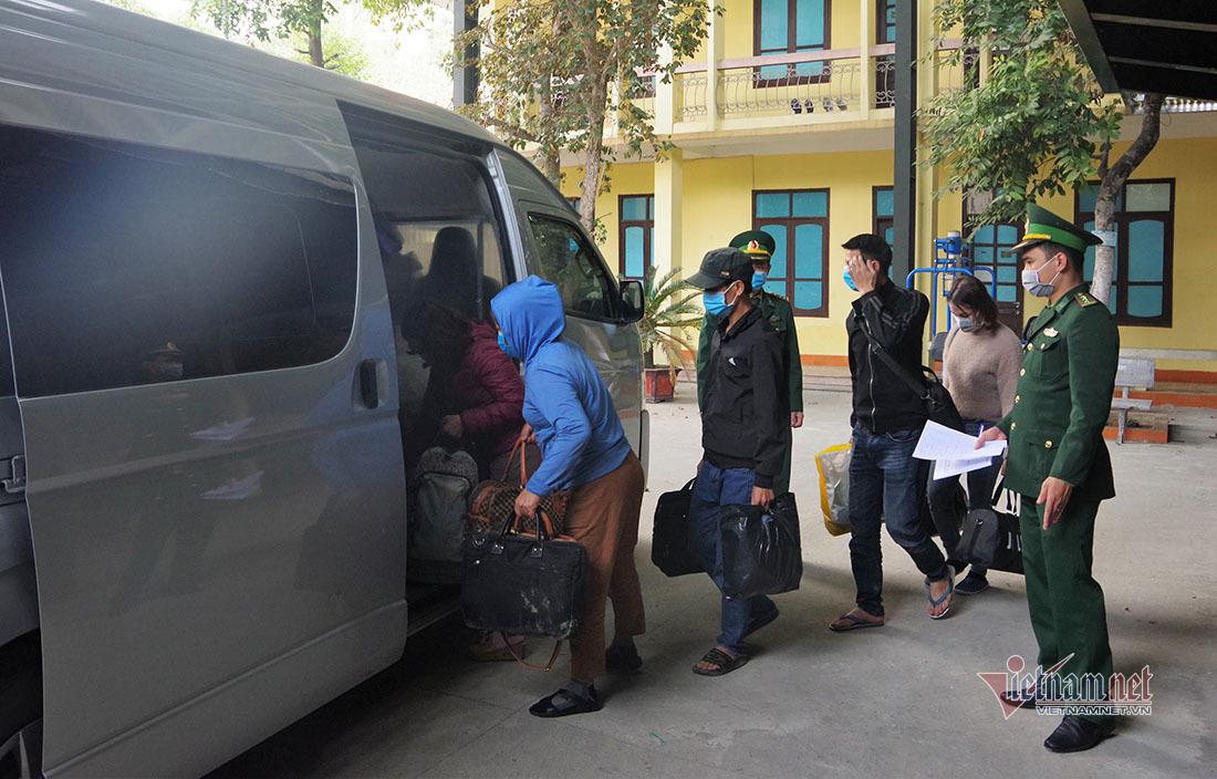 Triệt phá 2 đường dây tổ chức đưa người sang Lào trái phép