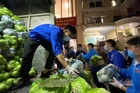 Trường đại học mua tặng giảng viên hàng chục tấn nông sản giải cứu