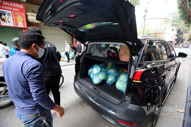 Người phụ nữ Hà Thành đánh ô tô mua 6 tạ su hào, cà chua giải cứu
