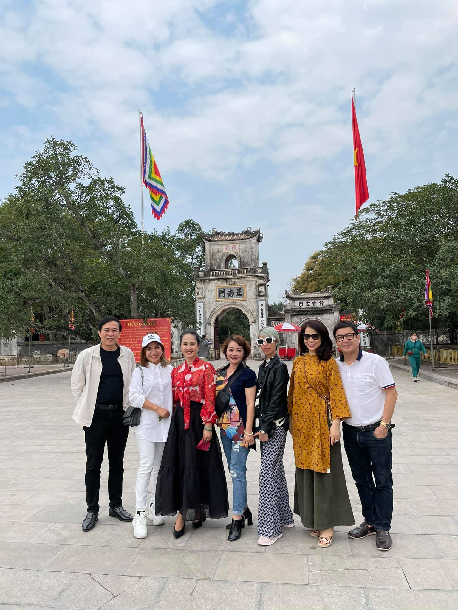 phut binh yen cua chi trung va ban gai kem 17 tuoi o que 10 Sao Việt hôm nay 25/2: Phút bình yên của Chí Trung và bạn gái ở quê