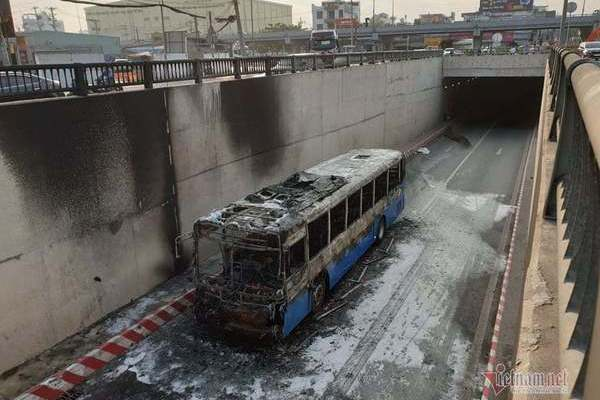 Bus catches fire in HCM City's tunnel
