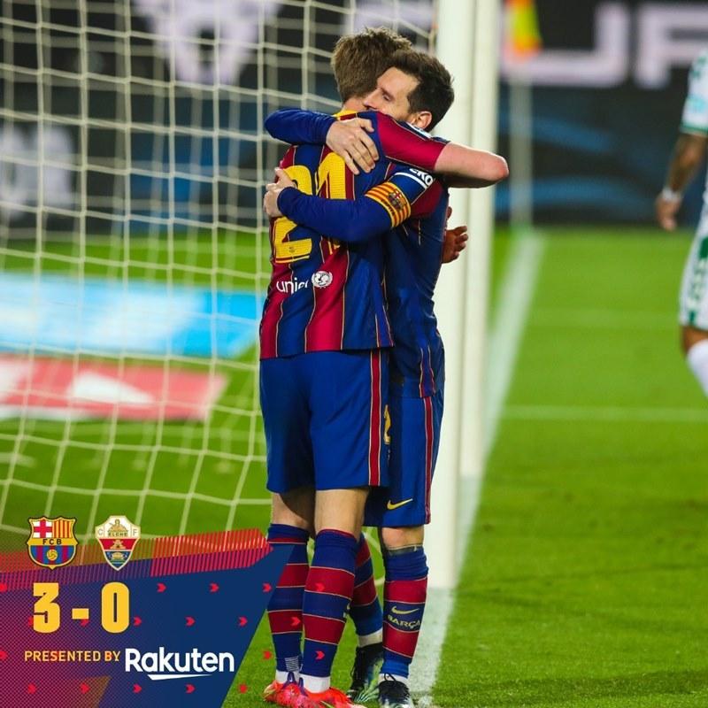 Messi ghi hai tuyệt phẩm, Barca tìm lại nụ cười