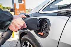 Chi phí sạc xe điện ở Texas tăng kỷ lục vì bão tuyết, thiếu điện