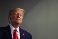 Thành viên Dân chủ trình dự luật nhằm cắt lương hưu của ông Trump