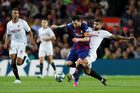 Trực tiếp Sevilla vs Barca: Tiếp nữa đi, Messi!