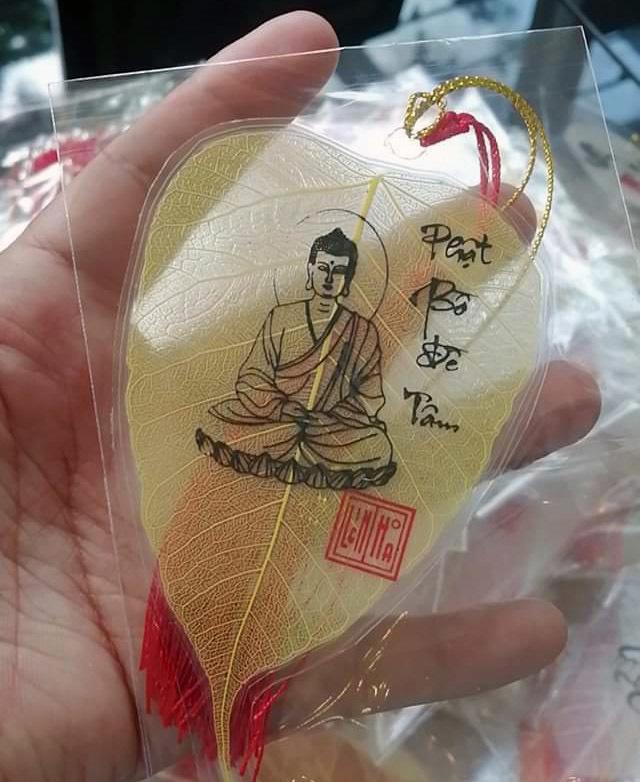 9X ở miền Tây 'biến' lá cây bồ đề thành tranh Đức Phật