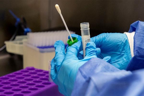 Em bé mắc biến thể mới, lượng virus gấp 51.000 lần bình thường