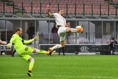Ibrahimovic im tiếng, Milan hú vía vào vòng 1/8