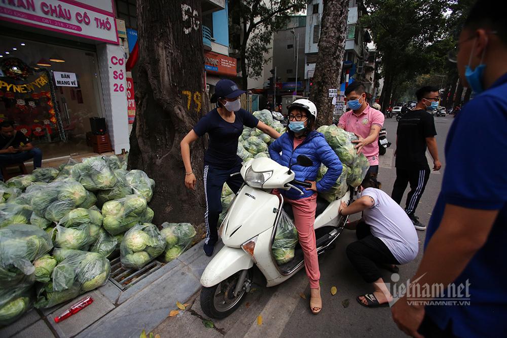Bán 10 tấn rau/ngày, người đàn ông tiết lộ 'món lãi' chưa từng có