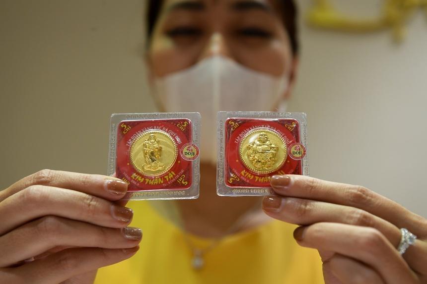 Tại sao mua vàng trong nước đắt hơn nhiều so với thế giới?