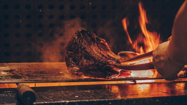 Mad Cow Wine & Grill - không gian ẩm thực đầy táo bạo trên đảo Ngọc