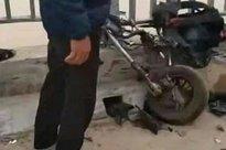 Ô tô đâm loạt xe đạp điện trên cầu, 4 học sinh thương vong