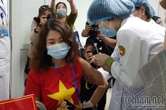 Tiêm giai đoạn 2: 'Vắc xin Covid-19 Việt Nam ngăn ngừa được biến thể Anh'