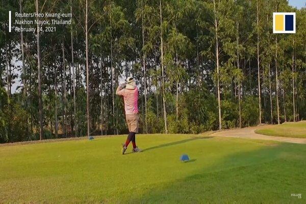 Chơi golf trong khu cách ly, cách kiếm tiền kiểu mới thời Covid-19