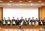 Chủ tịch Hà Nội trao quyết định điều động, bổ nhiệm 11 cán bộ sở, ngành