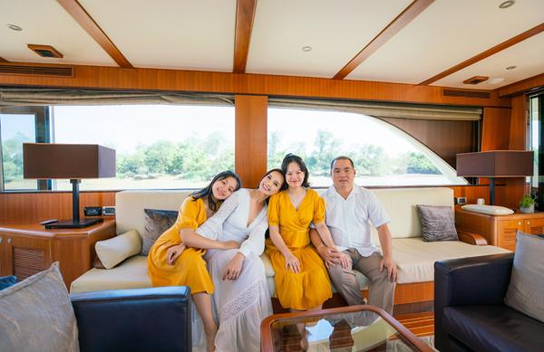 Thưởng lãm vẻ đẹp biệt thự mẫu đảo Phượng Hoàng bằng đường sông