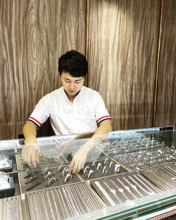 Chàng doanh nhân mang chí lớn xây dựng thương hiệu trang sức riêng