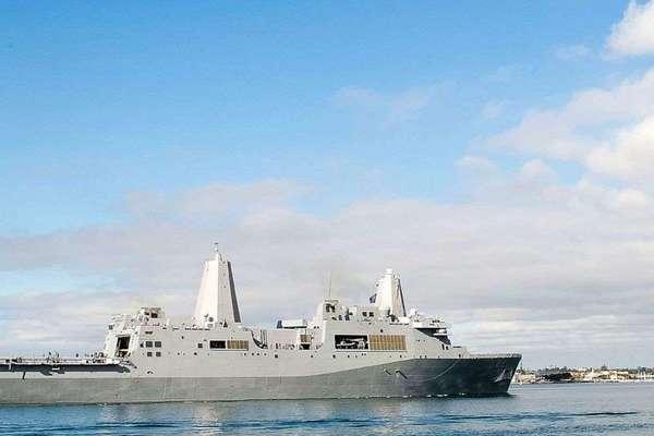 Covid-19 bùng phát trên tàu chiến Mỹ