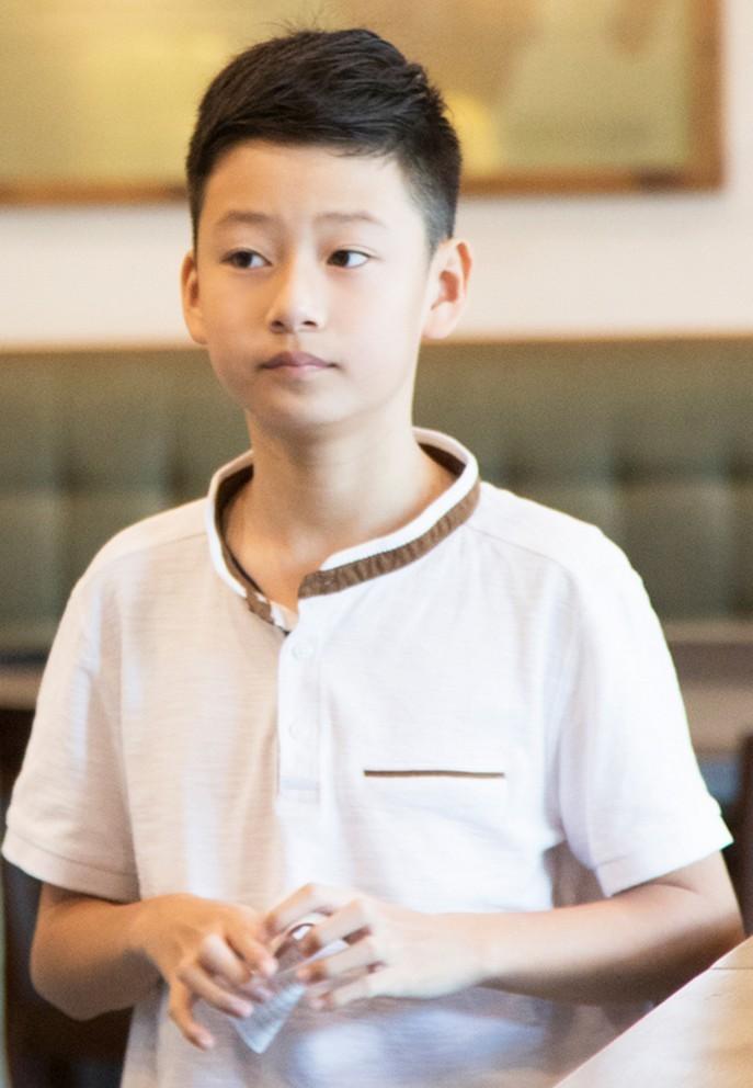 Con trai của Quang Dũng - Jennifer Phạm tuổi 13 cao 1m72