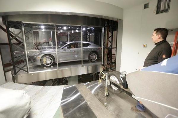 Trải nghiệm thang máy đưa ô tô lên tận căn hộ trong chung cư hạng sang