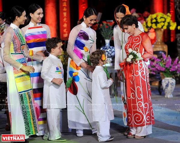 Ao dai,vietnamese traditional costumes