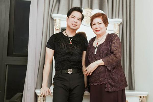 Ngọc Sơn chi 10.000 USD mỗi ngày suốt 6 tháng chữa bệnh cho mẹ
